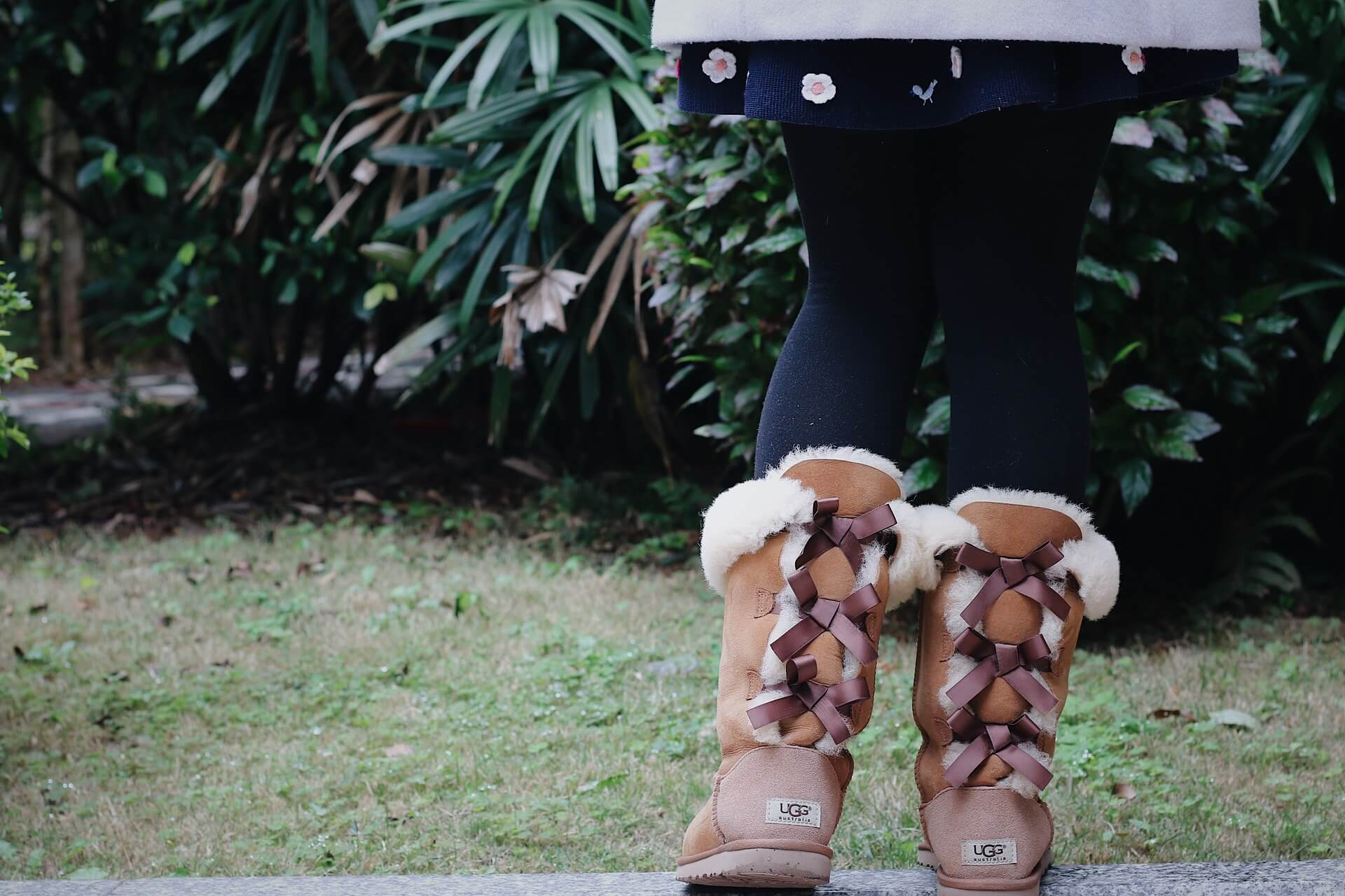 A woman wearing ugg boots with tights